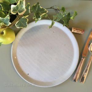 assiette en grès, vaisselle made in France, vaisselle résistante et chic, assiette grande taille