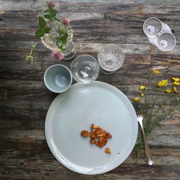 vaisselle en grès, made in aquitaine, poterie artisanale, assiette en grès, art de vivre à la française