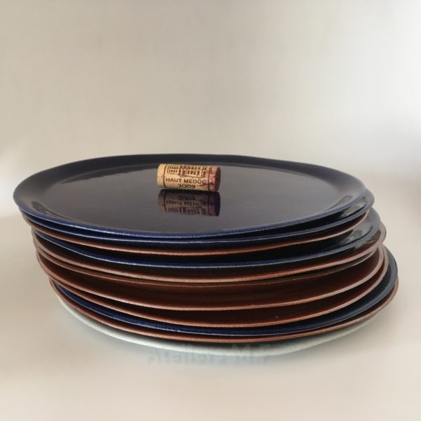 vaisselle en grès, vaisselle bleu cobalt, made in aquitaine, artisanat français, assiette campagne