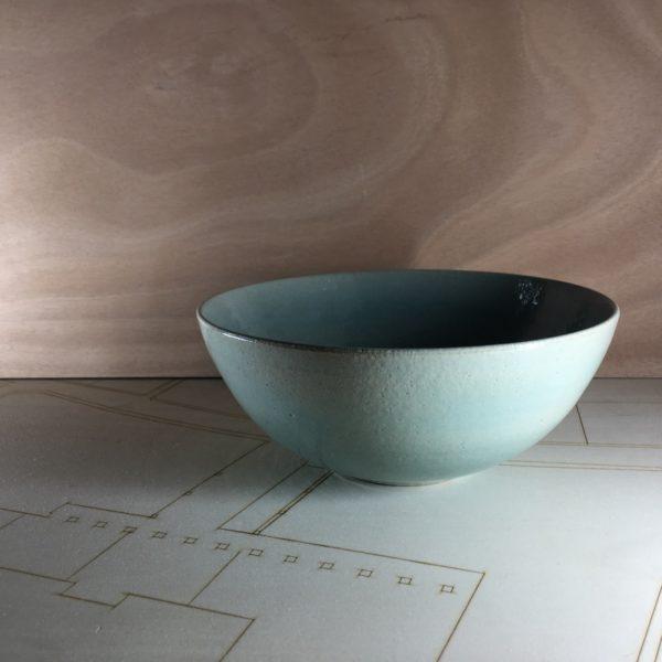 saladier vert, vert ciment, artisan d'aquitaine, poterie artisanale, table raffinée, céramique en grès, vaisselle en grès