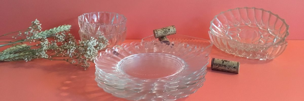 vaisselle vintage, assiettes lessieur, verre moulé, art de la table, art de vivre à la française, brocante